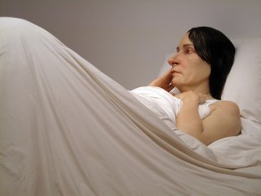 Woman in Bed by Ron Mueck. Photo by Kratzy