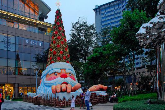 Santa's Tree By chooyutshing on Flickr