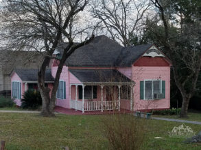 Pink House in Livingston